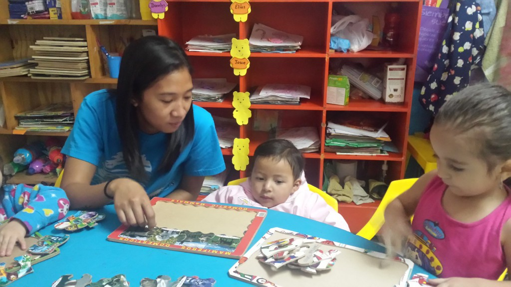 ECU1506A1 - Kris Zapanta doing puzzles with children
