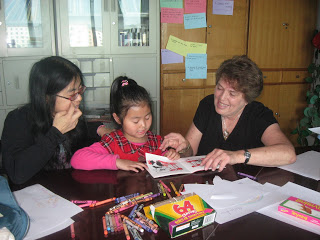 volunteer teaching english with Chinese students