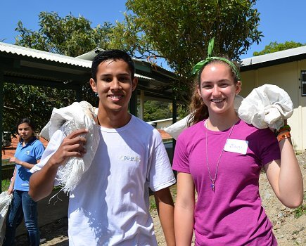 Students work together in Costa Rica
