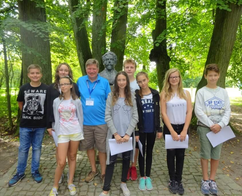 Volunteers can teach English outdoors poland